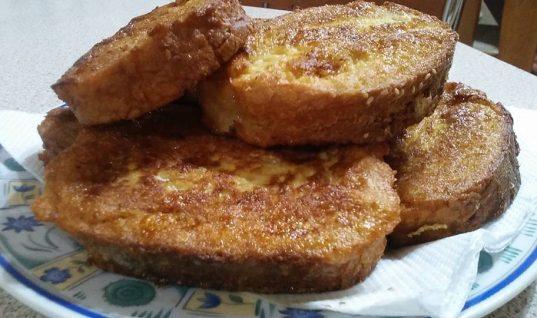 Αβγοφέτα με ταχίνι: Ιδανικό πρωινό που θα σε κρατήσει χορτάτη για αρκετές ώρες!