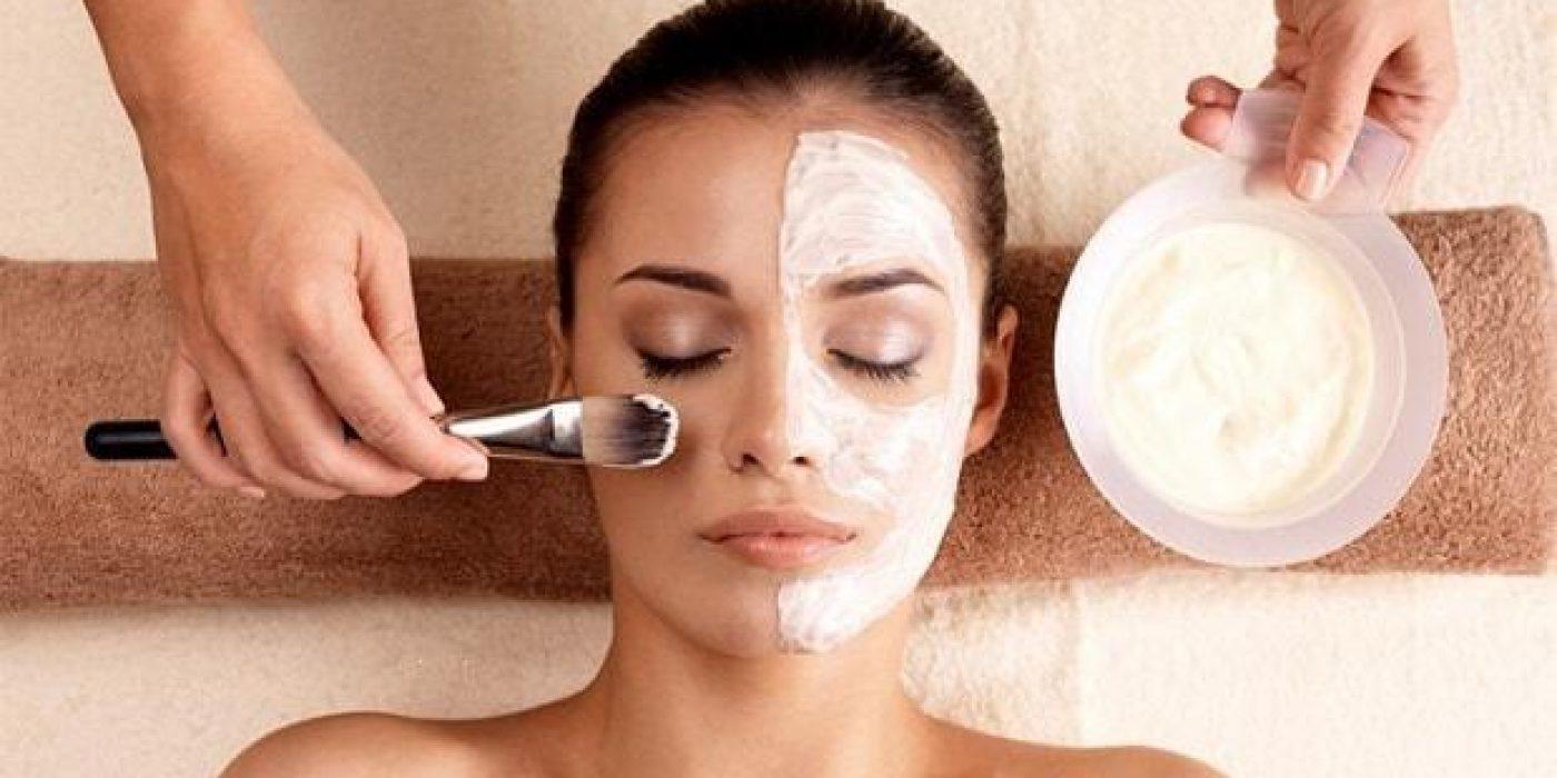 Σπιτική μάσκα σύσφιξης προσώπου με γιαούρτι και λεμόνι