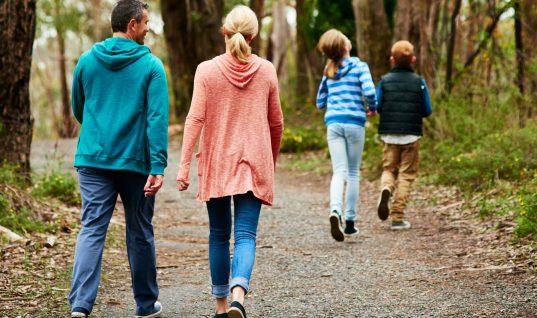 Το περπάτημα κάνει θαύματα: Τέσσερις παθήσεις -όχι οι γνωστές- από τις οποίες μας προφυλάσσει