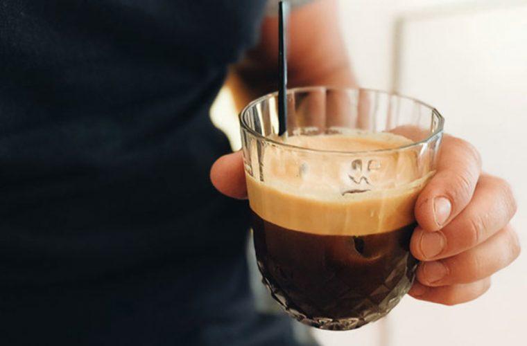 Το τρικ με τα παγάκια για να διατηρείται κρύος ο καφές!