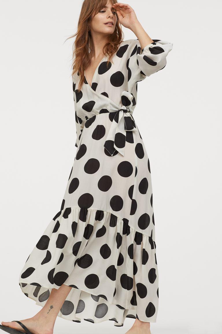 Η Τζωρτζίνα Λιώση έβαλε το φόρεμα που θα φοράς όλο το καλοκαίρι! Στιλάτο και οικονομικό (εικόνα)