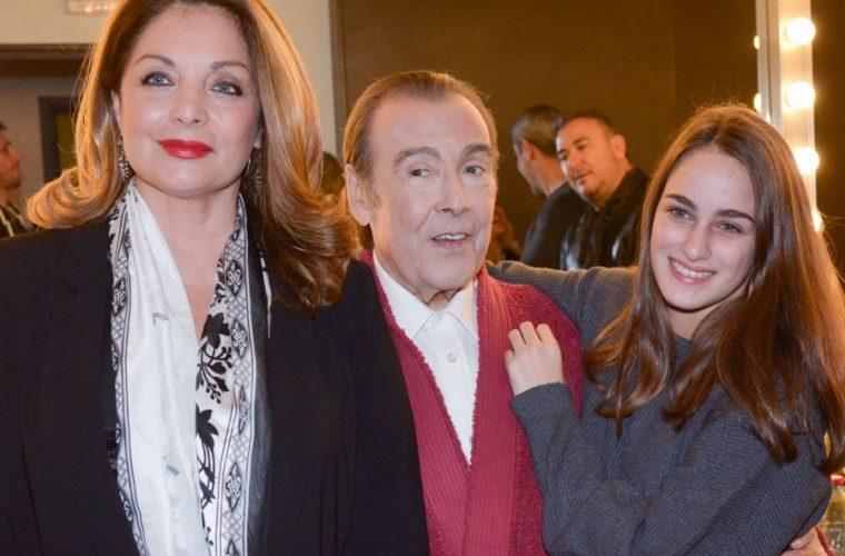 Υπέροχη φωτογραφία: Η κόρη της Άντζελα Γκερέκου, Μαρία, έβαλε το φόρεμα που φορούσε η μαμά της στην εφηβεία!