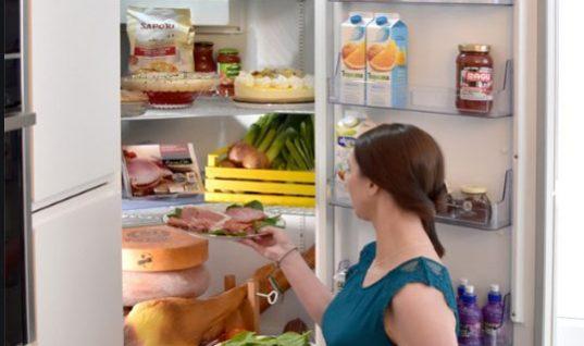 Αυτό είναι το πιο βρόμικο σημείο του ψυγείου σύμφωνα με τους ειδικούς- Το καθαρίζουμε λιγότερο