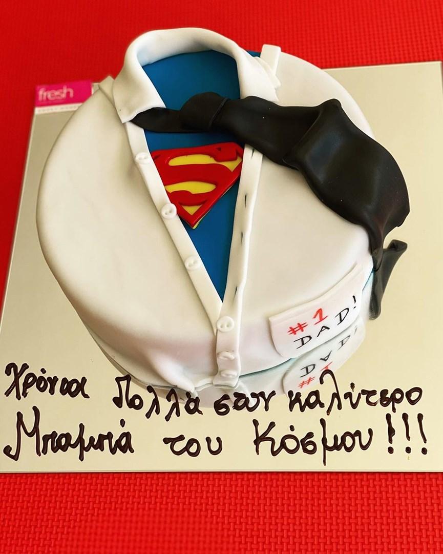 Ο Θεοδωρίδης έχει γενέθλια και η Νομικού του εύχεται με μια υπέροχη οικογενειακή τους φωτογραφία! (εικόνα)