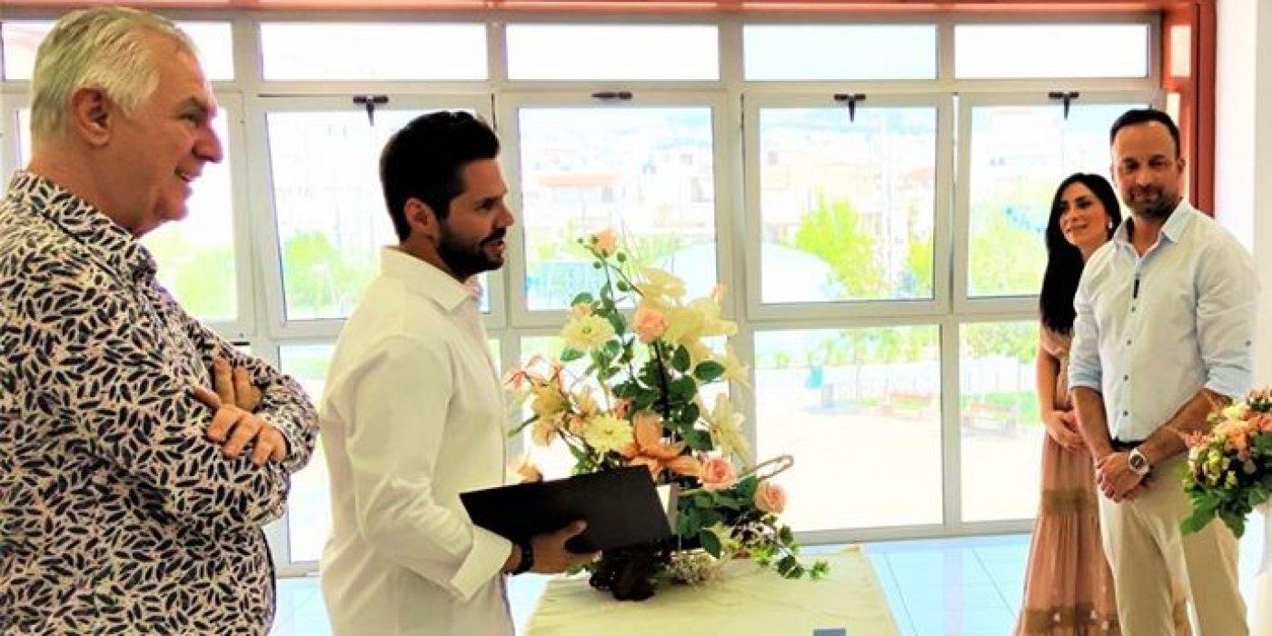 O Γιώργος Τσαλίκης πάντρεψε γνωστό ζευγάρι με κουμπάρους τους Αρναούτογλου- Λιανό! (εικόνες)