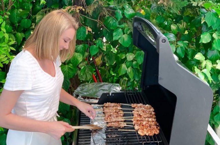Σουβλάκι κοτόπουλο: Η Στεφανίδου έκανε τη συνταγή του Πετρετζίκη και την προτείνει ανεπιφύλακτα! Δείτε την