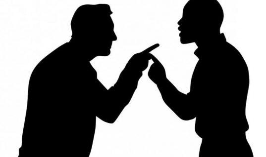 Τραγελαφικό περιστατικό στο Βόλο: 23χρονος ζήτησε το χέρι της συζύγου 40χρονου και κατέληξαν στο τμήμα!