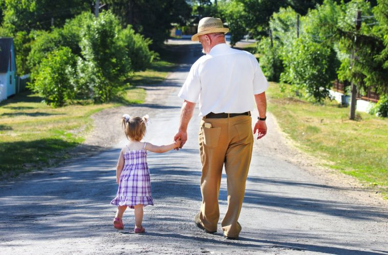 Απόφαση- σταθμός από το Πρωτοδικείο Αθήνας: Διατροφή θα πληρώνουν και ο παππούς με την γιαγιά!