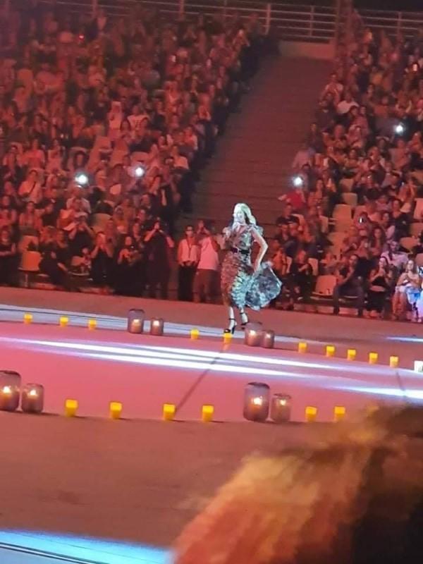 Η συναυλία της Νατάσας Θεοδωρίδου στο «Κατράκειο» και οι αντιδράσεις που προκάλεσε (εικόνες)