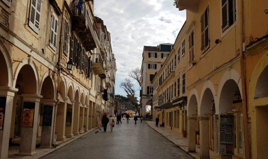Σοκ στην Κέρκυρα:Άνδρας ξυλοκόπησε την γυναίκα κατά τη διάρκεια του σχολικού αγιασμού του μπροστά σε παιδιά και γονείς
