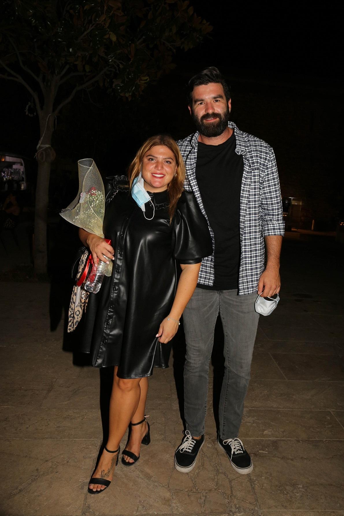 Δανάη Μπάρκα: Η βραδινή έξοδος με τον σύντροφό της και το υπέροχο μαύρο φόρεμα της! (εικόνες)