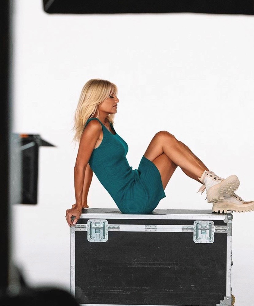 Η Φαίη Σκορδά φόρεσε την απόλυτη τάση στα παπούτσια τη νέα σεζόν! (εικόνες)