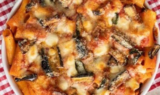 Ριγκατόνι στο φούρνο με μελιτζάνα και μοτσαρέλα!