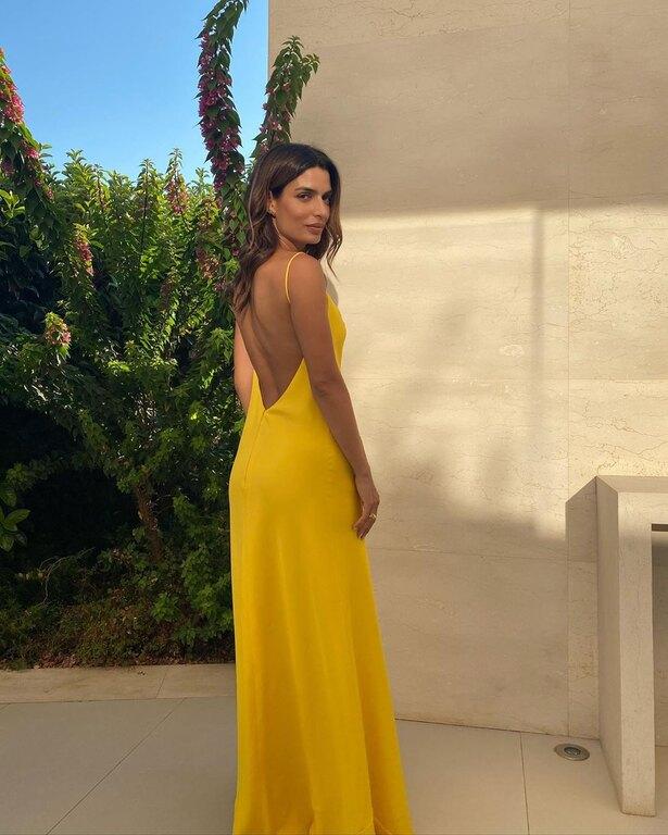 Η ΤόνιαΣωτηροπούλου έγινε κουμπάρα: Εκθαμβωτική εμφάνιση με υπέροχο και άκρως θηλυκό φόρεμα! (εικόνες)