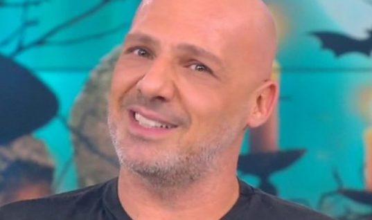 Η απάντηση του Νίκου Μουτσινά μέσα από την εκπομπή του σε αισχρό μήνυμα που δέχθηκε: «Τα φιλιά μου που@@ρα»