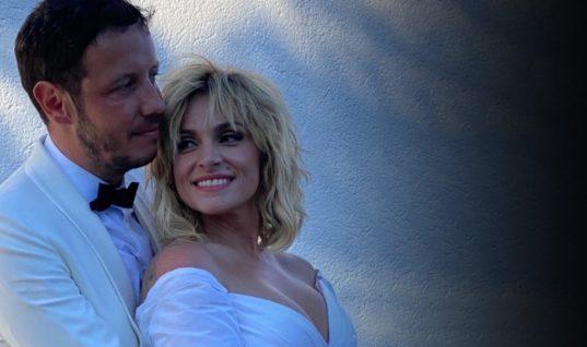 Η Ελεωνόρα Ζουγανέλη μόλις παντρεύτηκε! Έφτασε στην εκκλησία με καΐκι (εικόνες)