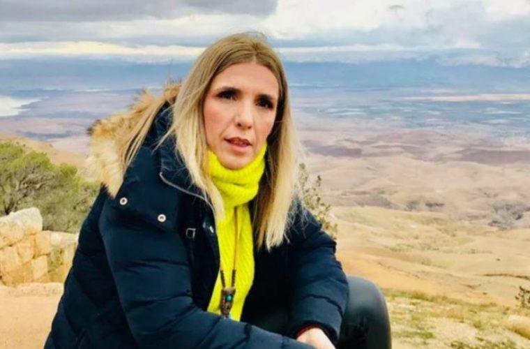Συγκινεί η Ρένα Κουβελιώτη: Η δημοσιογράφος που πάσχει από «συρρίκνωση εγκεφάλου» μιλά για αυτό