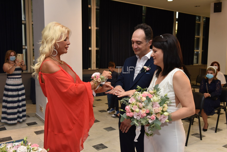 Η Μαρίνα Πατούλη έγινε κουμπάρα- Με εντυπωσιακό κοραλλί φόρεμα! (εικόνες)