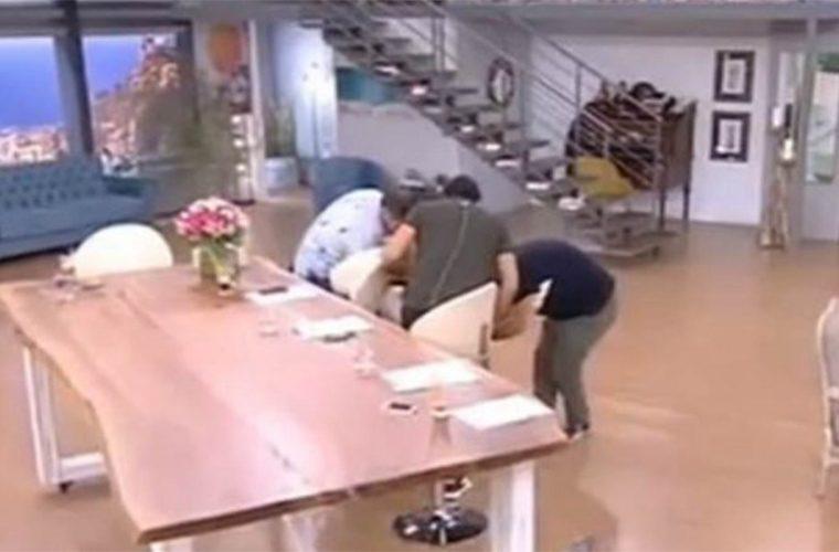 Ξεκαρδιστικό βίντεο: Η Φαίη Σκορδά έπεσε από την καρέκλα on air! (vid)
