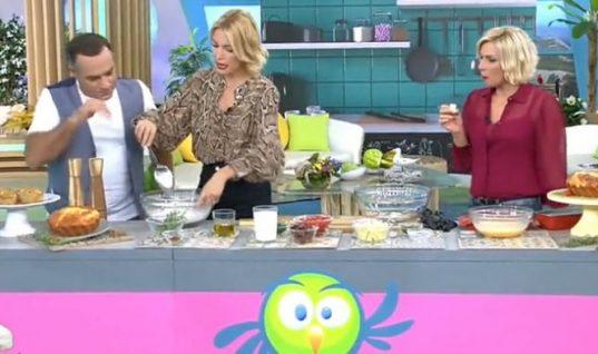 Η Βίκυ Καγιά μάς δίνει την πανεύκολη συνταγή της για αλμυρό κέικ!
