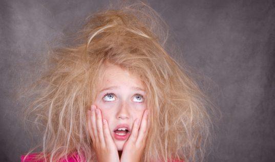 Έτσι δεν θα φριζάρουν τα μαλλιά σου: Η ανέξοδη κίνηση πριν το λούσιμο που θα σε «σώσει»!