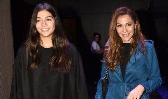 Η Δέσποινα Βανδή σε ντουέτο με την 16χρονη κόρη της και όλοι ενθουσιάστηκαν με τη φωνή της Μελίνας! (vid)
