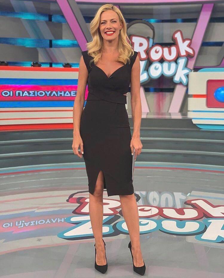 Η Ζέτα Μακρυπούλια έβαλε ένα από τα πιο διαχρονικά φορέματα που πρέπει να έχεις στη ντουλάπα σου! (εικόνα)