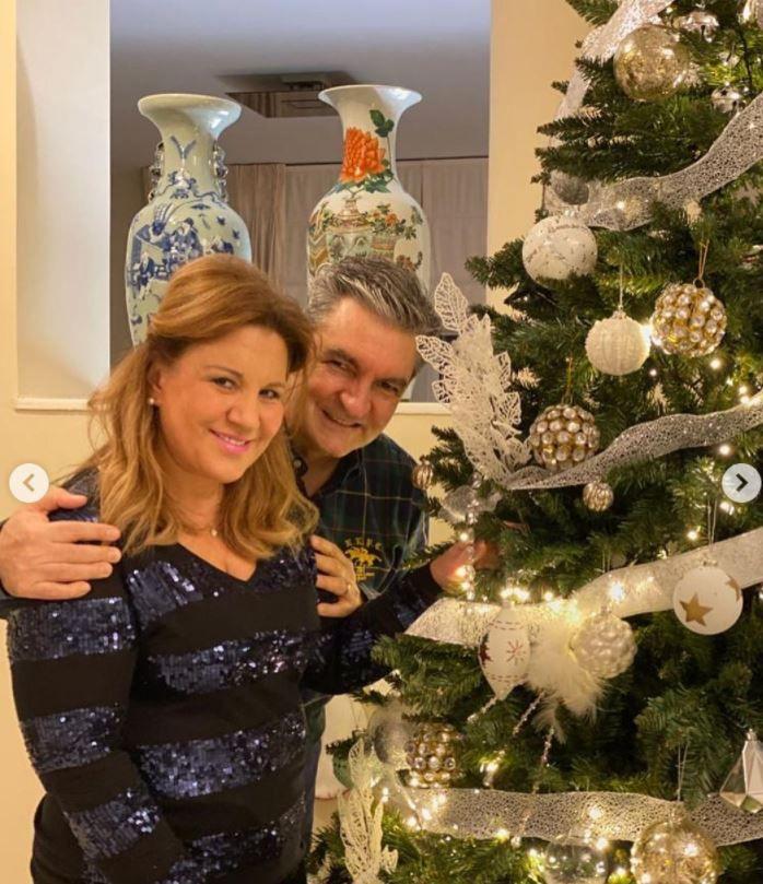 Δέσποινα Μοιραράκη: Μας δείχνει το πανύψηλο χριστουγεννιάτικο δέντρο της μέσα στο τεράστιο σαλόνι της! (εικόνες)