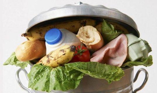 Αυτό το τρόφιμο πετάνε πιο συχνά οι Έλληνες στα σκουπίδια!