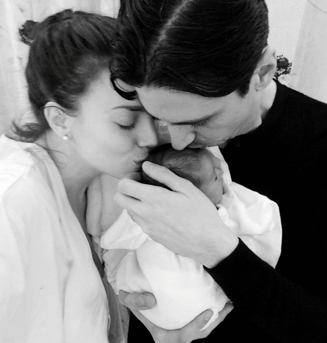 Κρυσταλλία: Η πρώτη οικογενειακή φωτογραφία με τον νεογέννητο γιο της είναι απλά υπέροχη!