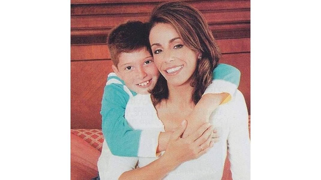 Βούλα Πατουλίδου: Η αγκαλιά με τον 22χρονο γιο της και το όμορφο μήνυμά της (εικόνες)