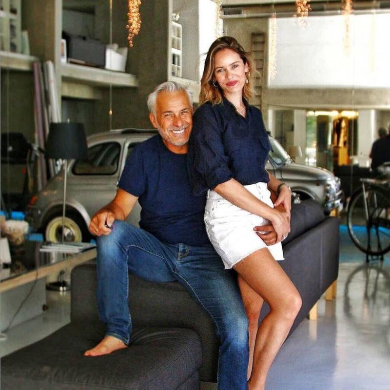 Χάρης Χριστόπουλος -Ανίτα Μπραντ: Μέσα στο πανέμορφο και μοντέρνο σπίτι τους! (εικόνες)