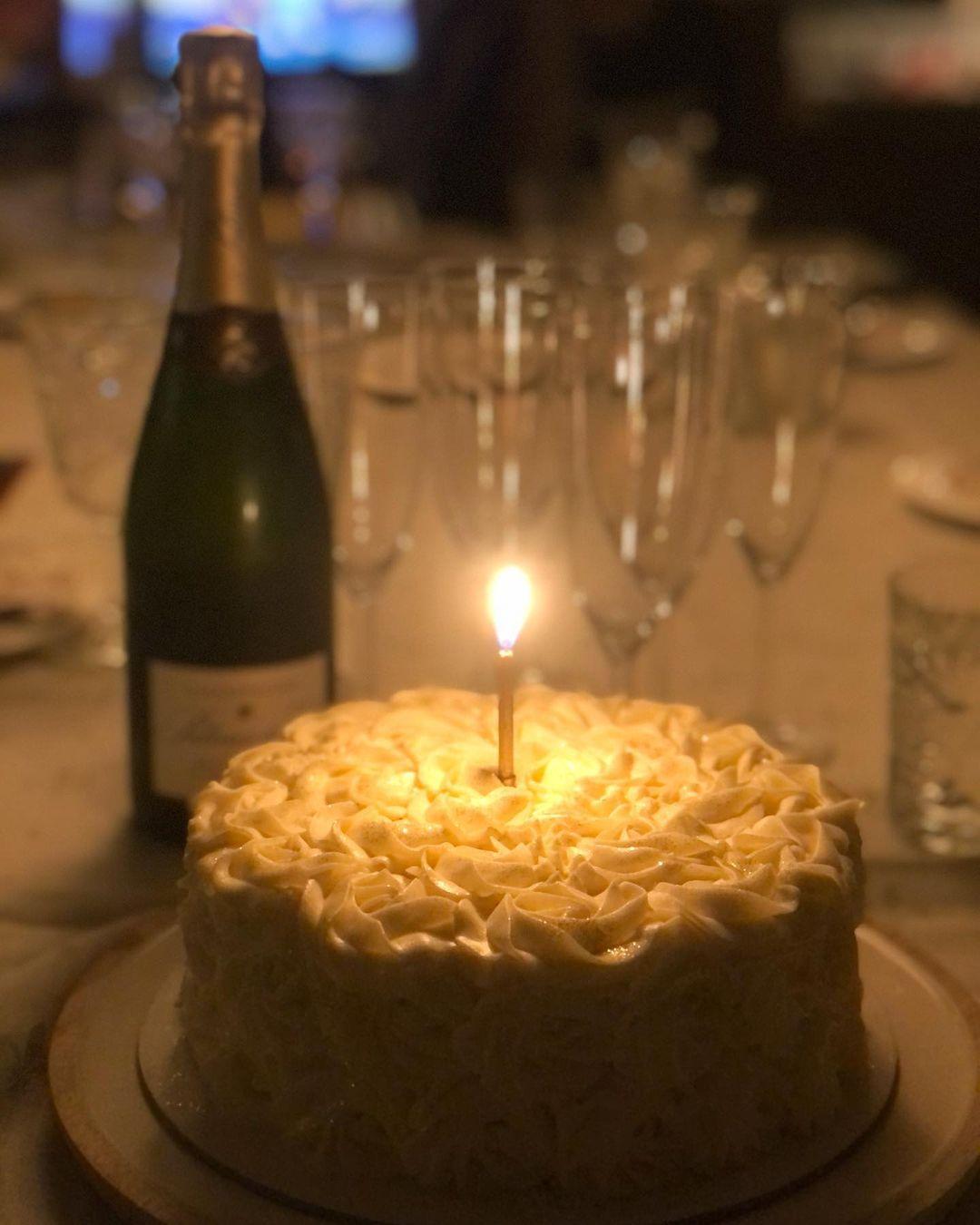 Η Έλενα Παπαρίζου είχε γενέθλια και τα γιόρτασε στην αγκαλιά του σύζυγού της! (εικόνες)