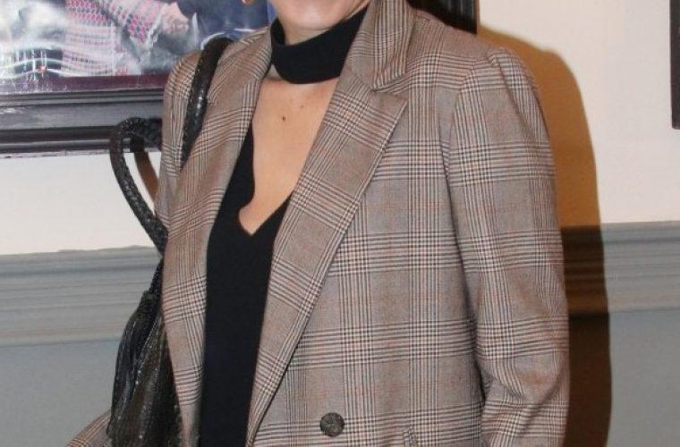 Ξεκαρδιστική αποκάλυψη: Ελληνίδα ηθοποιός φώναξε από το μπαλκόνι στον σύντροφό της ότι είναι έγκυος!