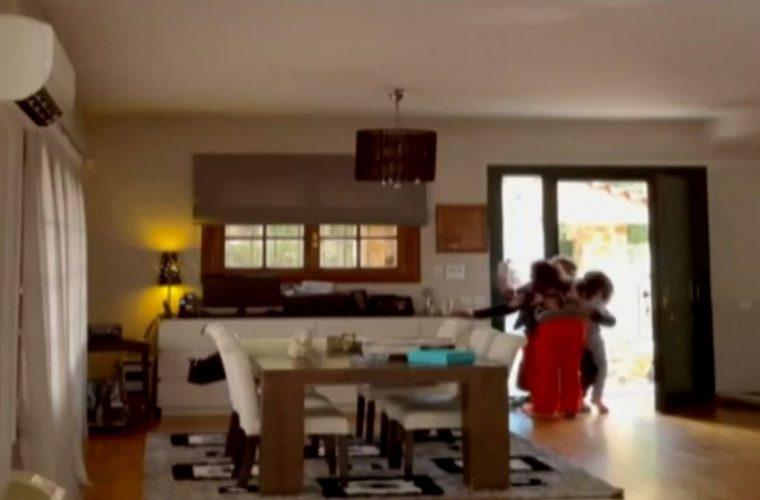 Απίθανο βίντεο: Ο Πάνος Καλίδης επέστρεψε σπίτι και τα παιδιά του τον υποδέχτηκαν με αγκαλιές και ουρλιαχτά!