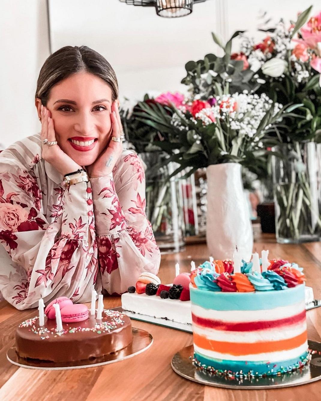 Αθηνά Οικονομάκου: Γενέθλια με τρεις τούρτες και πολλά κεράκια! (εικόνες)