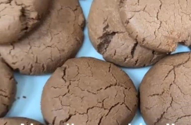 Μπισκότα νουτέλας μόνο με 2 υλικά! Η συνταγή που έχει τρελάνει το Tik Tok!