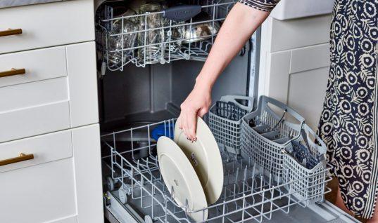 Χρήσιμο tip: Έτσι θα διώξεις την υγρασία από το πλυντήριο πιάτων σου!