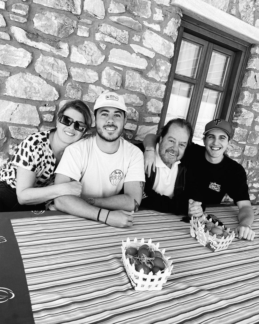 Γιάννης Πάριος: Πάσχα στην Πάρο μαζί με την Αλιμπέρτη και τους γιους τους! (εικόνες)