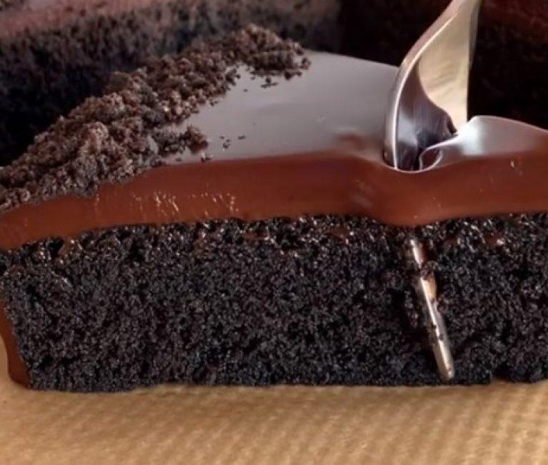 Μπισκοτένιο λαχταριστό κέικ με πέντε υλικα!