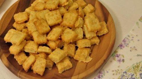 Κρακεράκια τυριού με τρία υλικά!