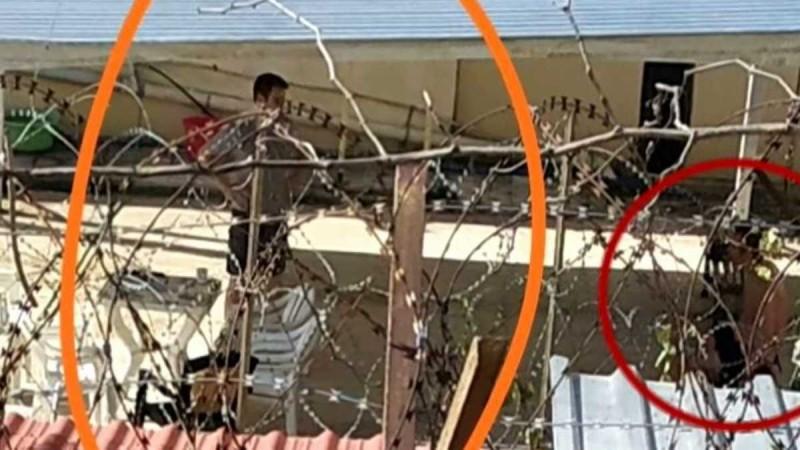 «Σαν να βρίσκεται στο σπίτι του»: Φωτογραφία-ντοκουμέντο του συζυγοκτόνου μέσα από τη φυλακή (εικόνα)