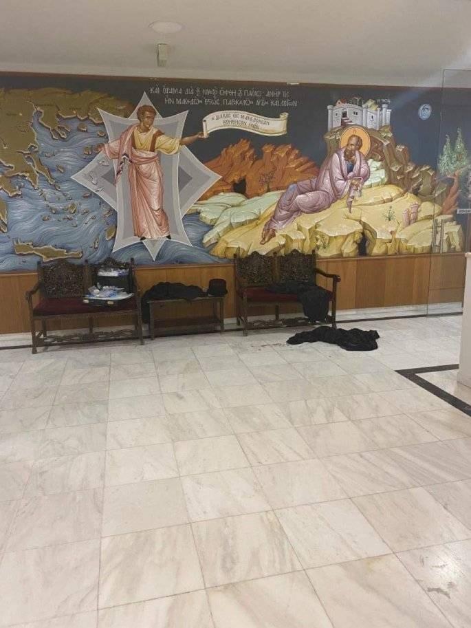 Σοκαριστικές φωτογραφίες από την επίθεση με βιτριόλι από «άνθρωπο του Θεού» στη Μονή Πετράκη