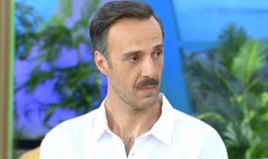 Αμηχανία στην «Φωλιά των Κου Κου» με τον Χρήστο Πλαϊνη: «Νιώθω ότι με κοιτάτε σαν ούφο»
