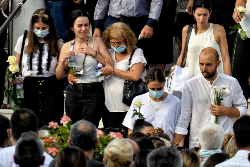 Φολέγανδρος: Σκηνές αρχαίας τραγωδίας στην κηδεία της δολοφονημένης Γαρυφαλλιάς