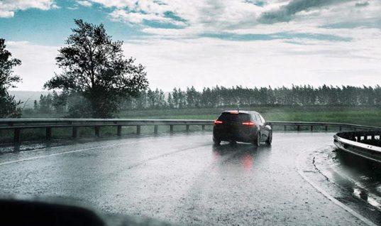 Έκτακτο δελτίο καιρού: Βροχές και καταιγίδες με χαλάζι το Σαββατοκύριακο- Ποιες περιοχές επηρεάζει