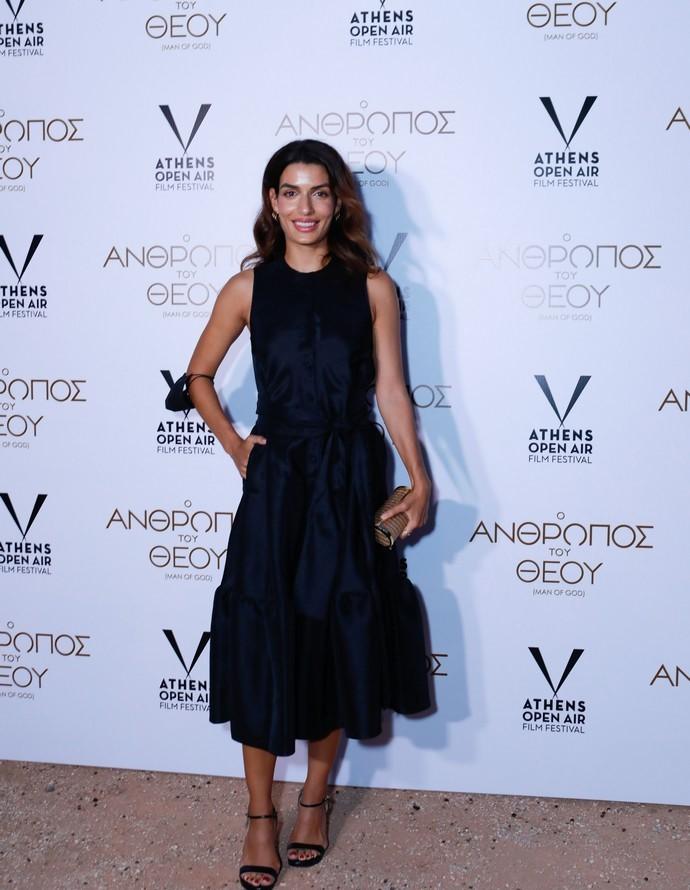 Η Τόνια Σωτηροπούλου με φανταστικό μαύρο φόρεμα μάς θυμίζει γιατί παραμένει διαχρονικό! (εικόνα)