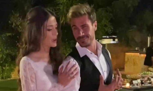 Άκης Πετρετζίκης – Κωνσταντίνα Παπαμιχαήλ: Αυτή είναι η ιδιαίτερη μπομπονιέρα του γάμου τους! (εικόνες)