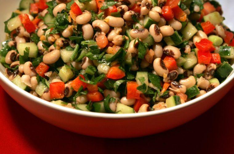 Τέλεια συνταγή: Εύκολη και γρήγορη σαλάτα με μαυρομάτικα!