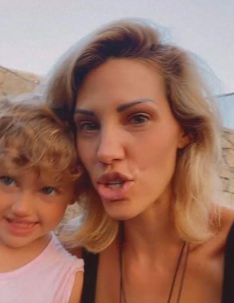 Η απίστευτη ομοιότητα της Σάσας Μπάστα με την 2,5 ετών κόρη της! Με μπλε υπέροχα μάτια η μικρή (εικόνα)